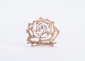 Joia rosa - Design de Hicham Chajai com caligrafia árabe